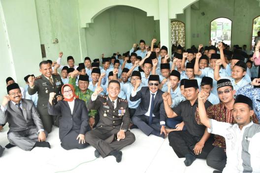 Hari Pahlawan, Bupati Jombang Ziarah ke Makam Mbah Wahab