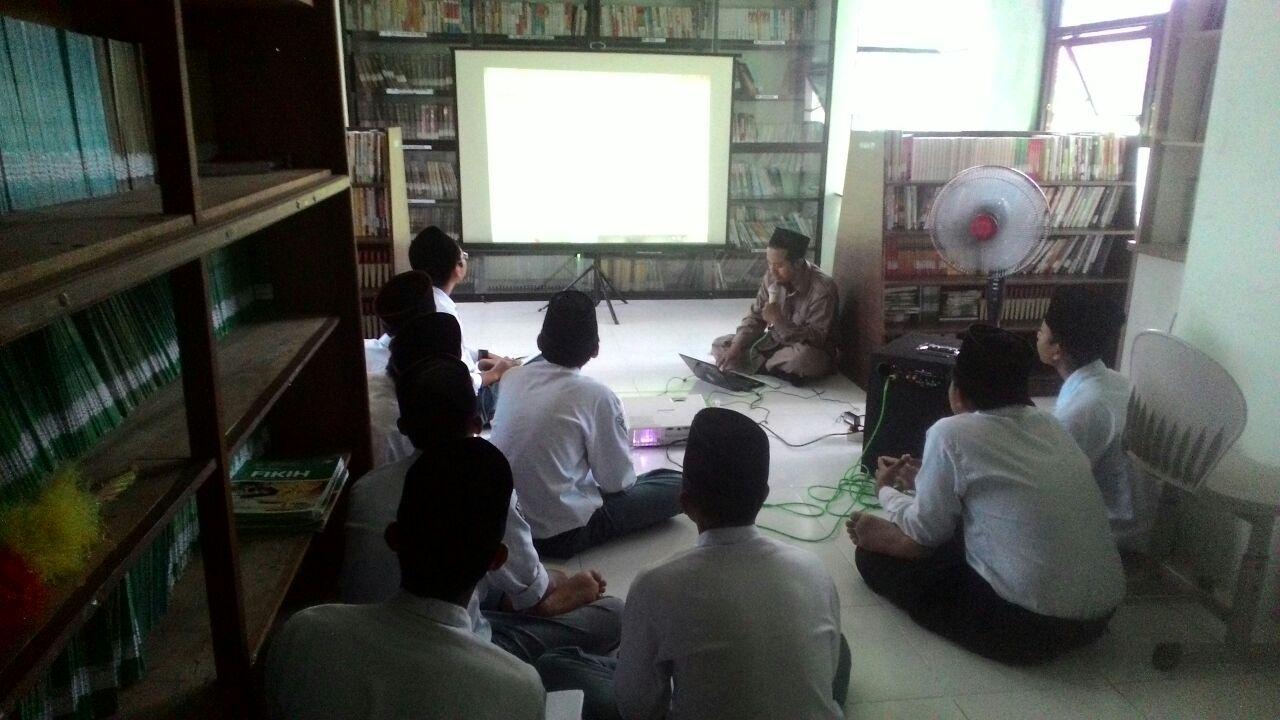 Kelompok Baca, Agar Siswa Gemar Membaca dan Menulis