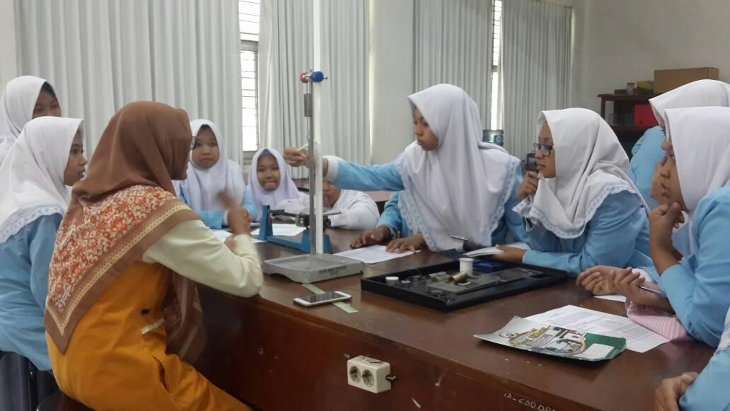 Pengalaman Praktik Rumus Fisika di Kampus UM