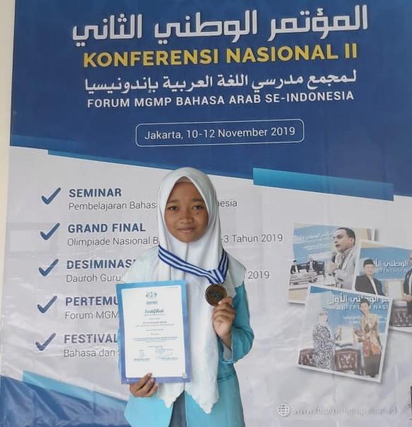 Tita, Juara Satu Olimpiade Bahasa Arab Jawa Timur